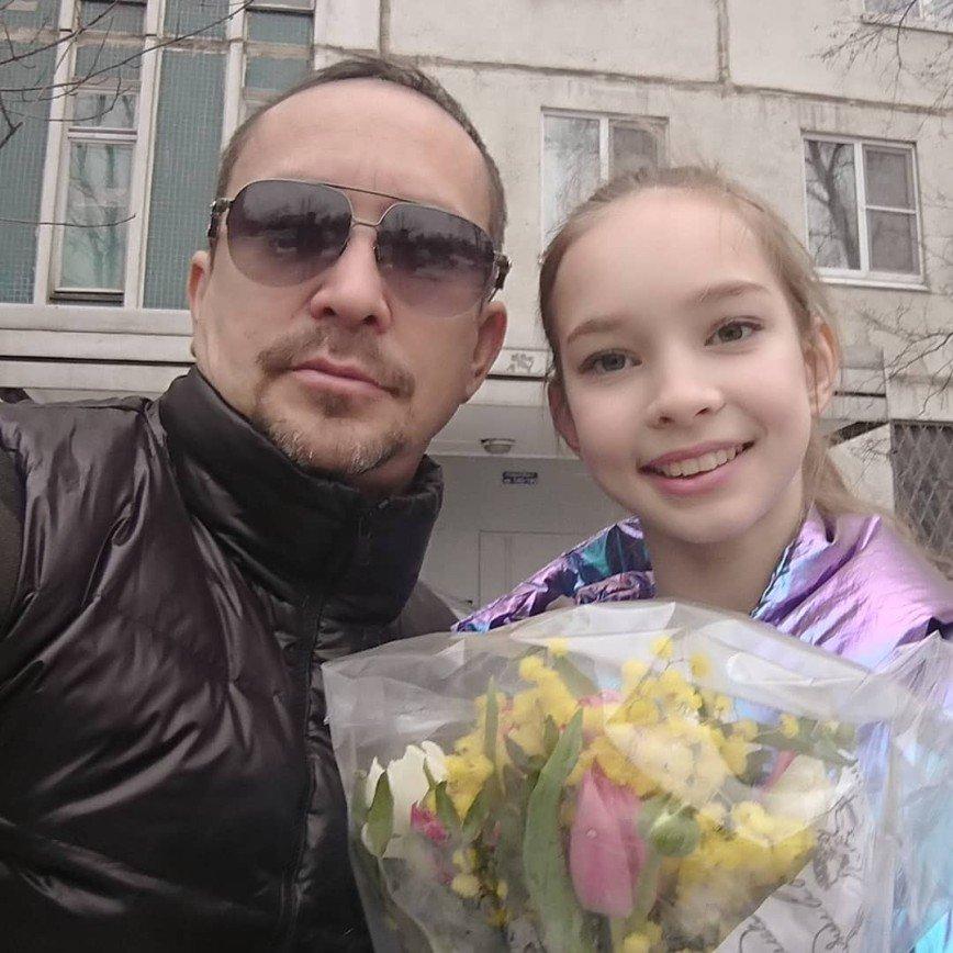 Жены, дети, алименты и ток-шоу: с каким багажом певец Данко подошел к 50-летию