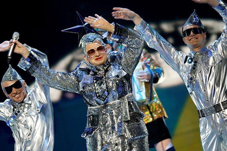 Детка, ты космос: знаменитости, которые обожают блестящие наряды