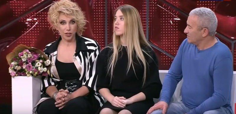 «Как не заметить такой сколиоз?»: Елена Воробей рассказала об операции дочки