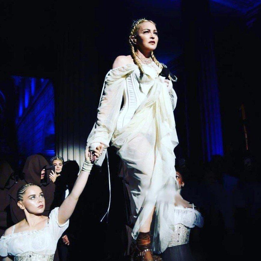 «Буду невестой!»: Мадонна заинтриговала свадебным нарядом