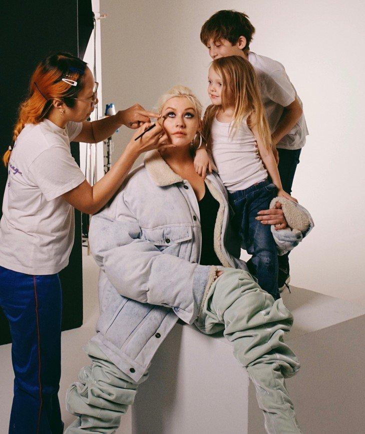 Кристина Агилера приняла участие в фотосессии с детьми