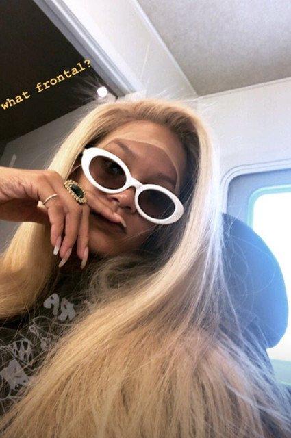 «Милашка с блондом»: Рианна примерила новый образ