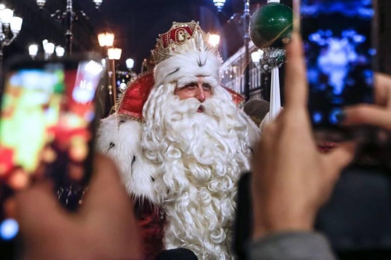 «Скоро Новый год!»: главный Дед Мороз России прибыл в Москву