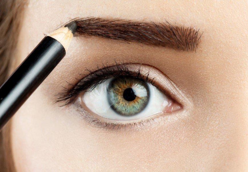 Будь в тренде: нюансы правильного макияжа бровей (видео)