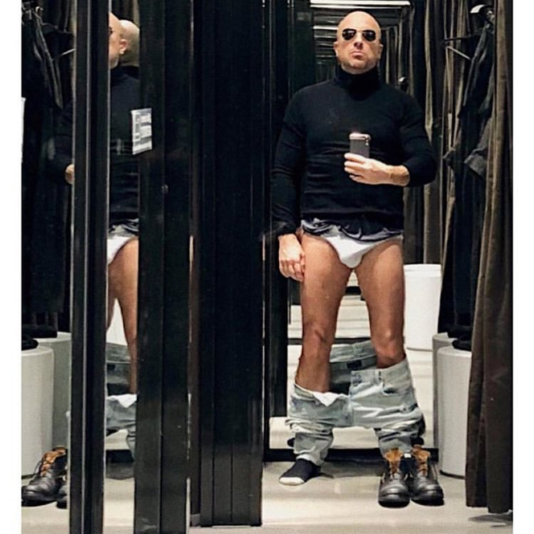 Король не голый: 51-летний Дмитрий Нагиев показал себя без штанов