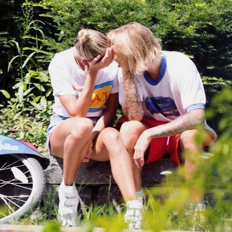Джастин Бибер расплакался на глазах у своей невесты Хейли Болдуин