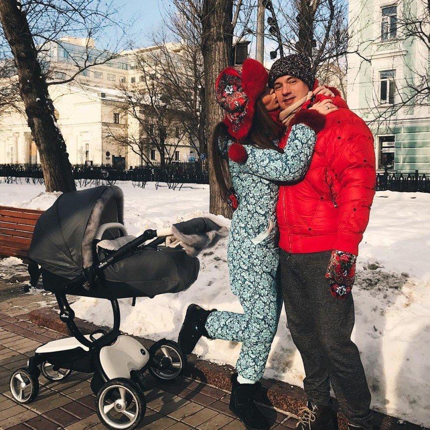 «Видео про наш обычный день»: Анастасия Лисова показала, как проводит время с мужем и дочкой