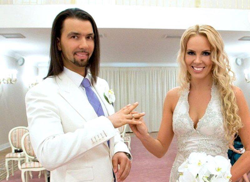 «Я сказал «да» красивой девушке»: Денис Клявер поздравил жену с годовщиной свадьбы