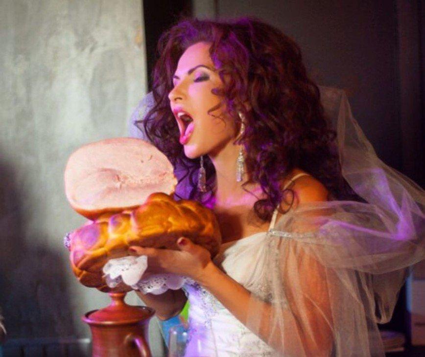 «Ем, что мне нравится»: Эвелина Бледанс не проводит и дня без бутерброда
