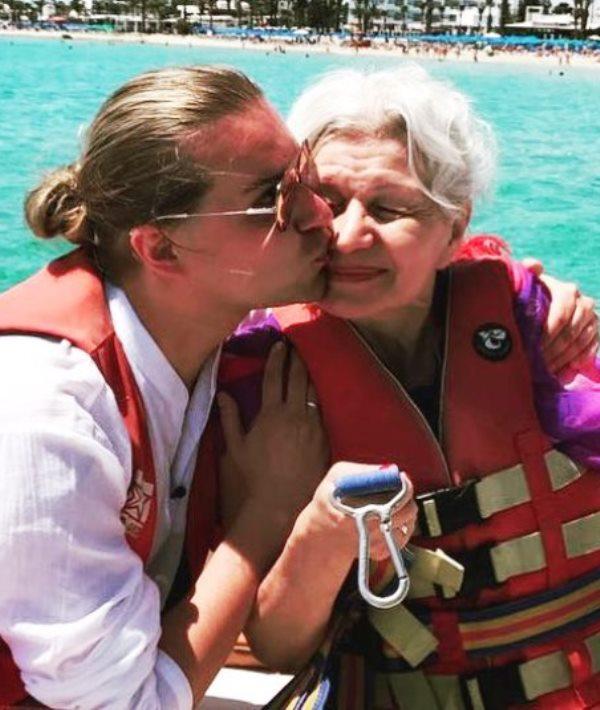 «Катюша сделала подарок»: Гоген Солнцев заинтриговал снимком с ребенком