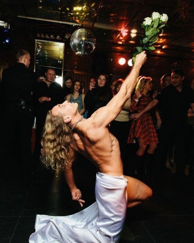 «Думала, он голым выйдет»: Тарзан неожиданно поздравил с Днем святого Валентина