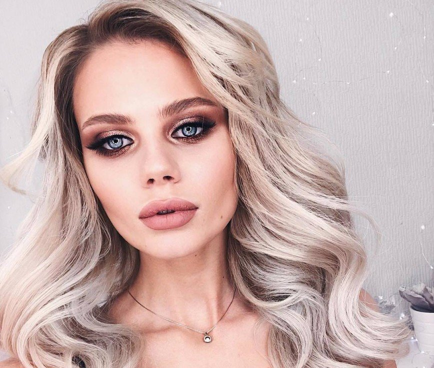 «Блондинкой было лучше»: молодая жена Преснякова стала рыжеволосой