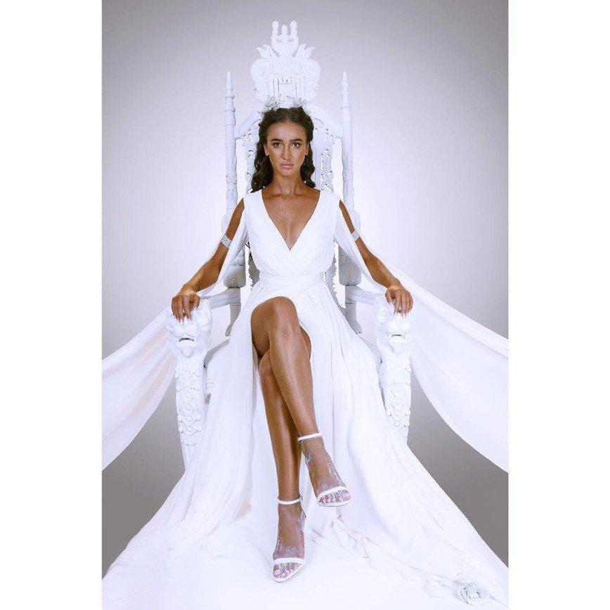 Ольга Бузова на белом троне анонсировала премьеру шоу о поиске мужа