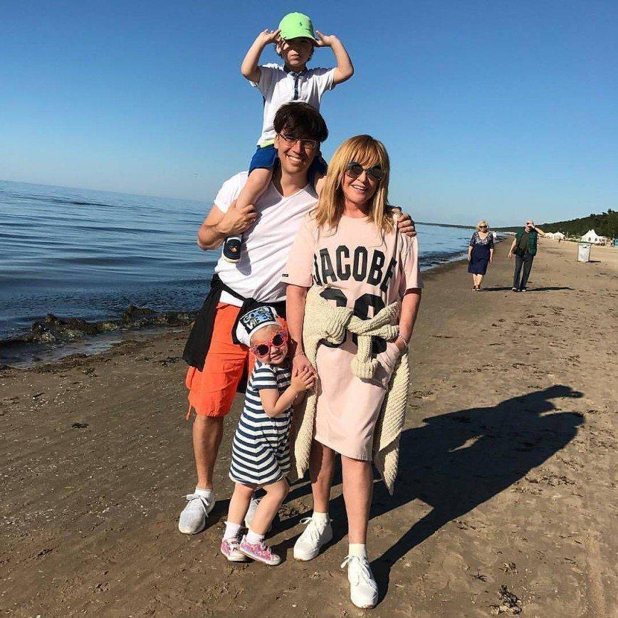 «Белокурая Алла прекрасна»: Пугачева на новом фото выглядит ровесницей Галкина