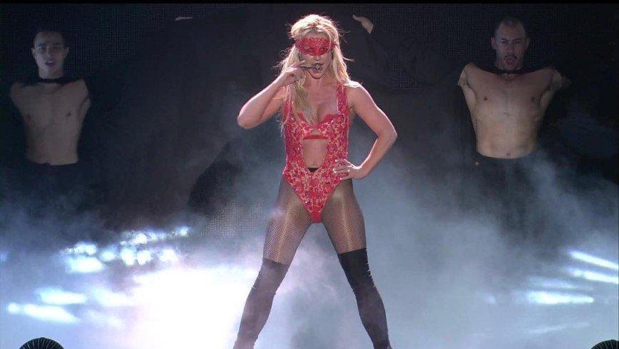 «Сколько уже – 36?»: ярко-розовое платье Бритни Спирс подчеркнуло ее возраст