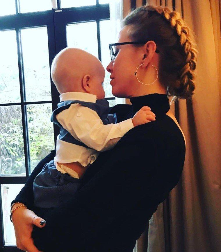 «Как ей повезло с семьей!»: Ксения Собчак показала, как муж развлекает сына