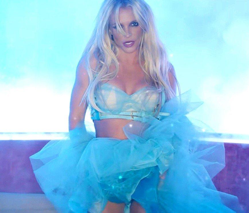 «Срочно меняйте гардероб!»: Бритни Спирс показала свои наряды
