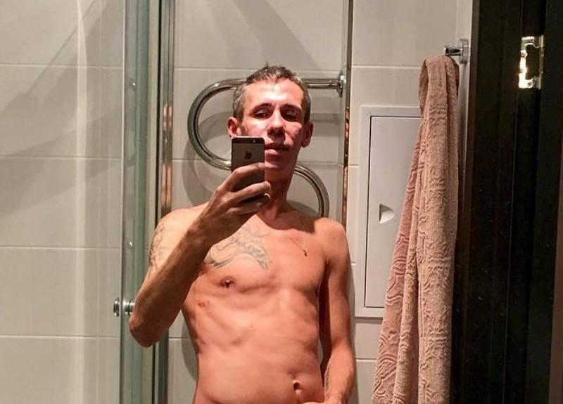 «Срамоту прикрой!»: полуголый Алексей Панин показал свои татуировки