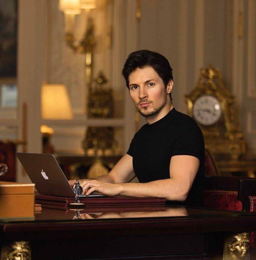 «Вот это рельеф!»: Павел Дуров разделся перед обновлением Telegram