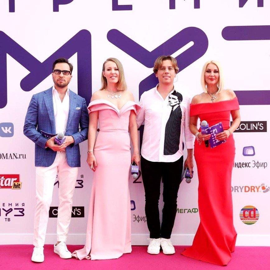 Один другого краше: самые яркие женские образы на премии МУЗ-ТВ