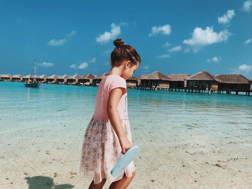 Виктория Боня разрешила дочери поплавать с акулами