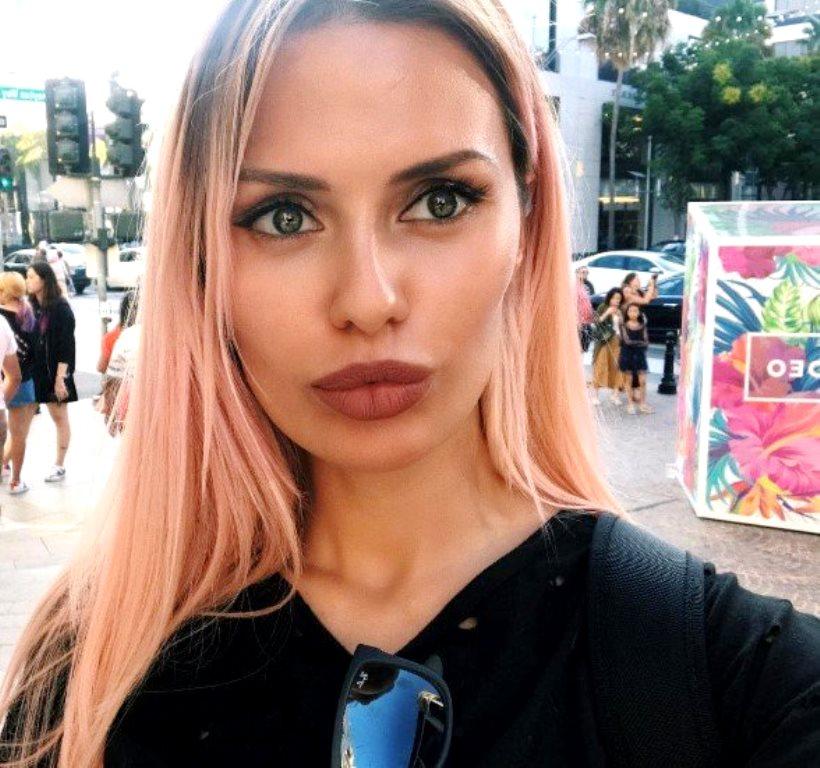 «А очки зачем надела?»: Виктория Боня показала процесс покраски волос в салоне