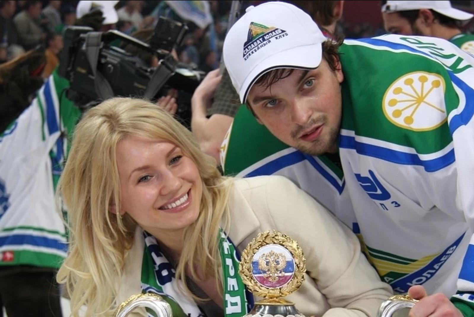 жены хоккеистов салавата юлаева фото связи