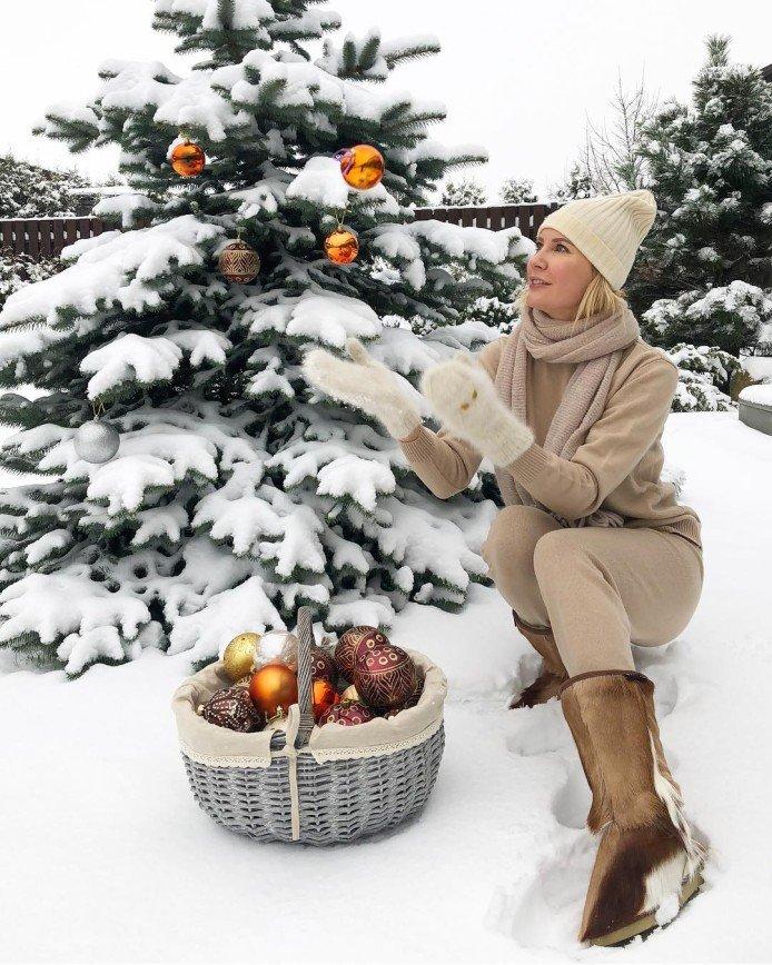 «И вот она нарядная»: звездные елки российских знаменитостей