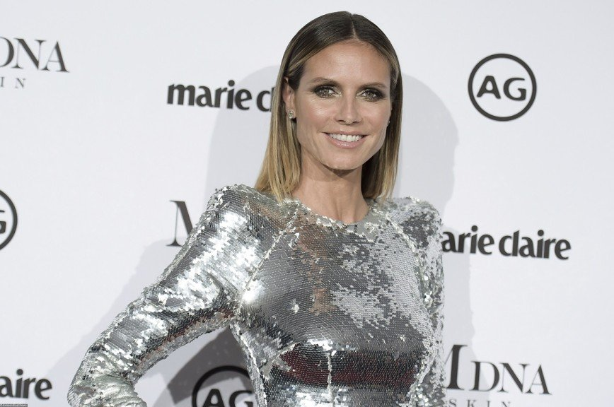 «Что за пятна?»: блестящее платье неудачно осветило Хайди Клум