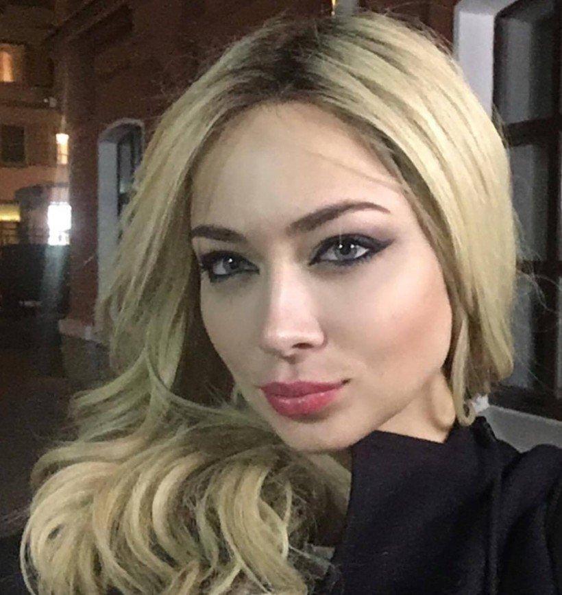 «Простовато как-то»: Настасья Самбурская примерила образ блондинки