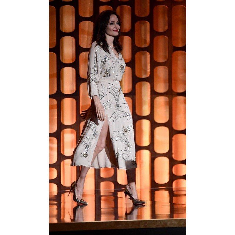 """Джоли станцевала с Аньес Вардой на церемонии вручения """"Оскара"""""""