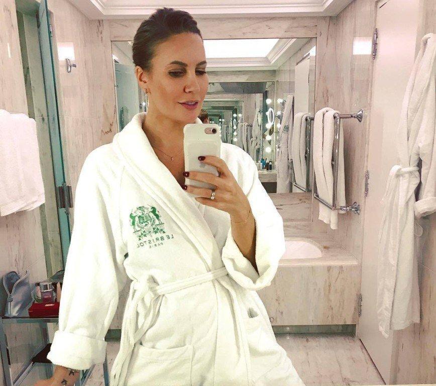 «Не замерзли?»: Елена Летучая приняла ванну на заснеженной улице