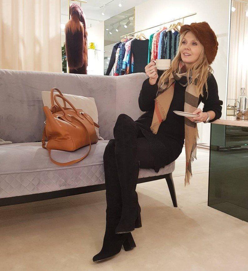 Валерия поделилась с поклонниками модным образом в стиле ретро