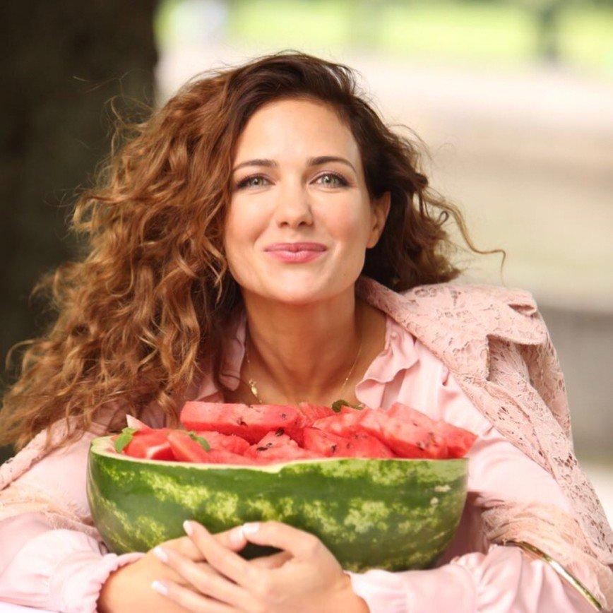 «Эротика зашкаливает»: Екатерина Климова показала идеальный бюст без белья