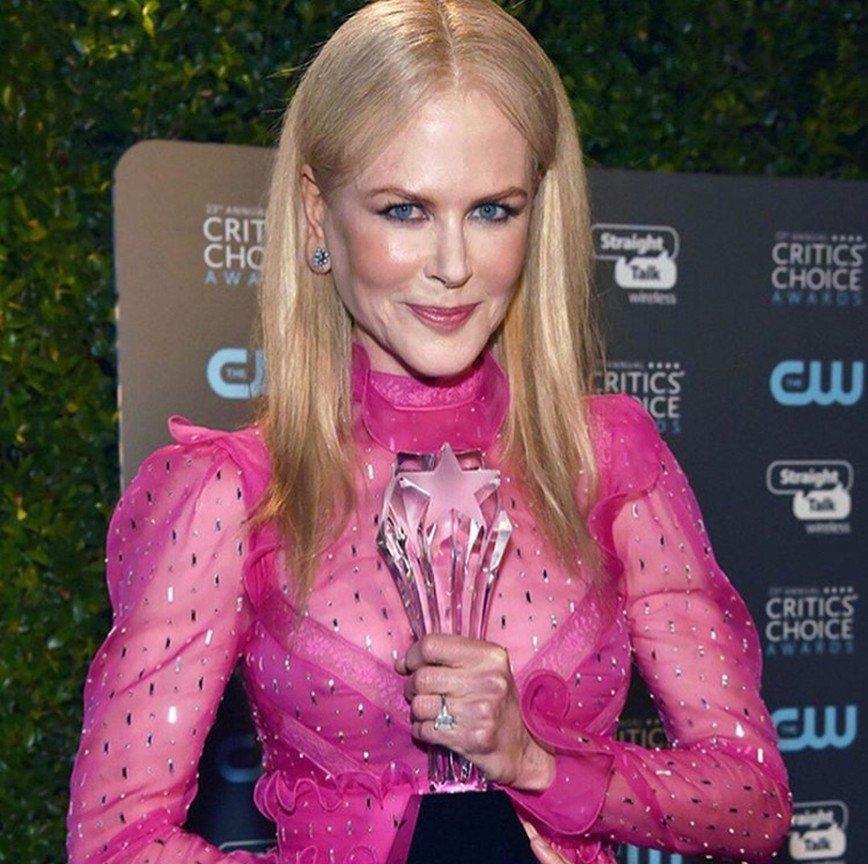 «Похоже на расплавленный карандаш»: Николь Кидман удивила ярко-розовым нарядом