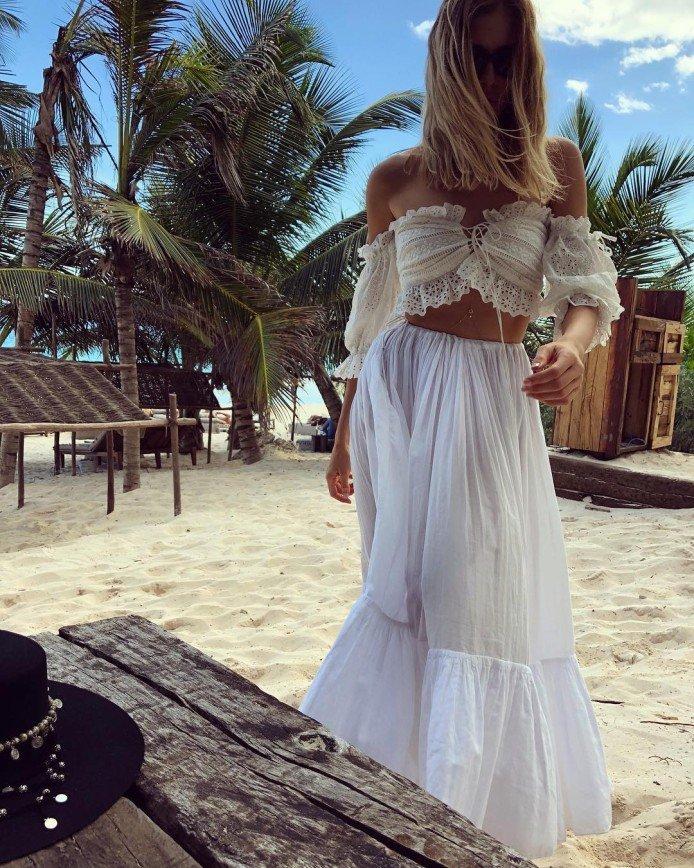 «Не думала, что звезды такое носят»: Лена Перминова уже 8 лет не расстается с юбкой, купленной на пляже