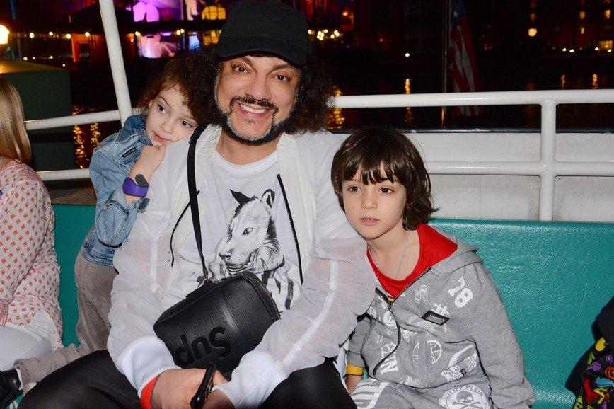 «Замотал детей»: Киркоров поделился впечатлениями от путешествия в Disney World