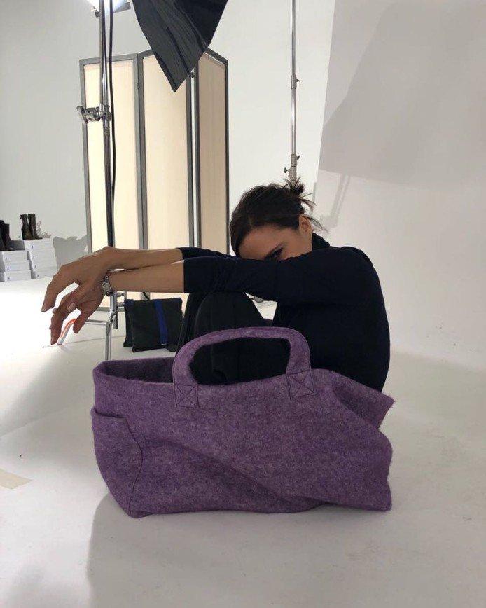 Дизайнер Виктория Бекхэм показала многофункциональность своих сумок