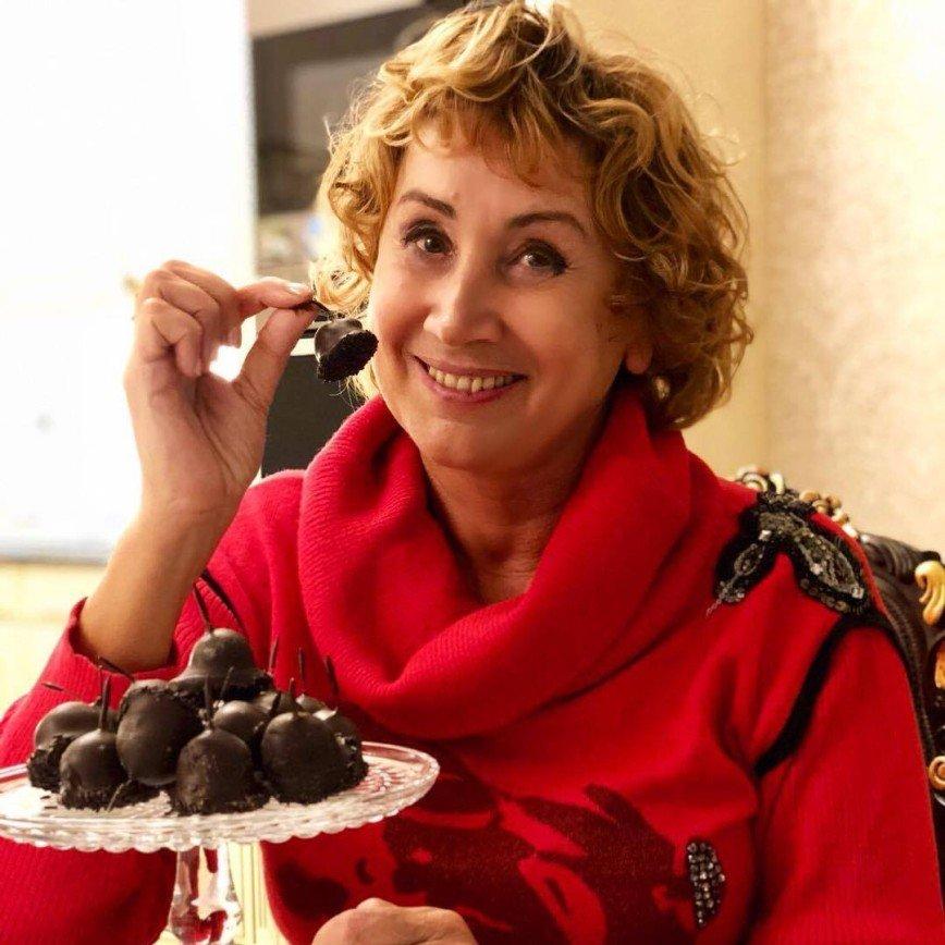 «Старость берет свое»: 62-летняя Лариса Копенкина предстала в бикини