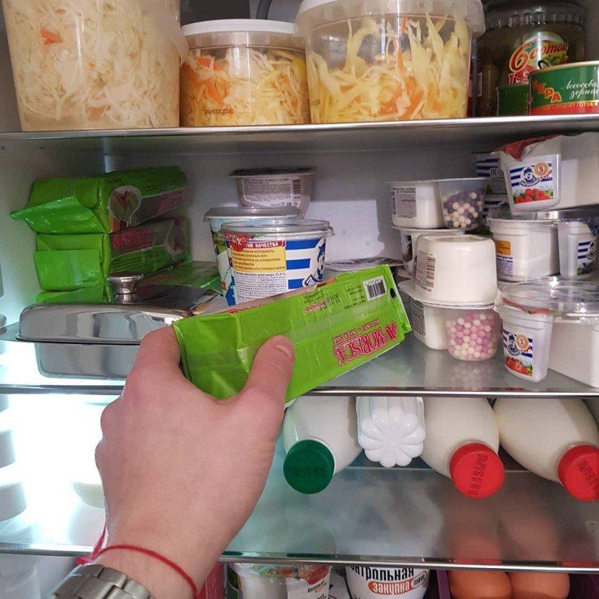 «Одна капуста и молочка»: холодильник Юлии Барановской удивил поклонников