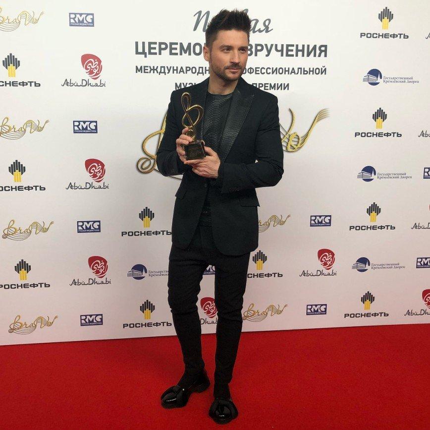 «Это женская обувь?»: Сергей Лазарев смутил публику своими ботинками