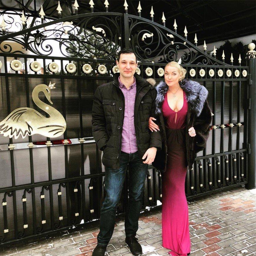 «Выбросите эту гадость!»: Анастасия Волочкова перекусила в ресторане быстрого питания