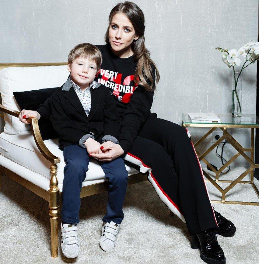«От одного вида страшно»: сын Юлии Барановской посадил на себя большого паука