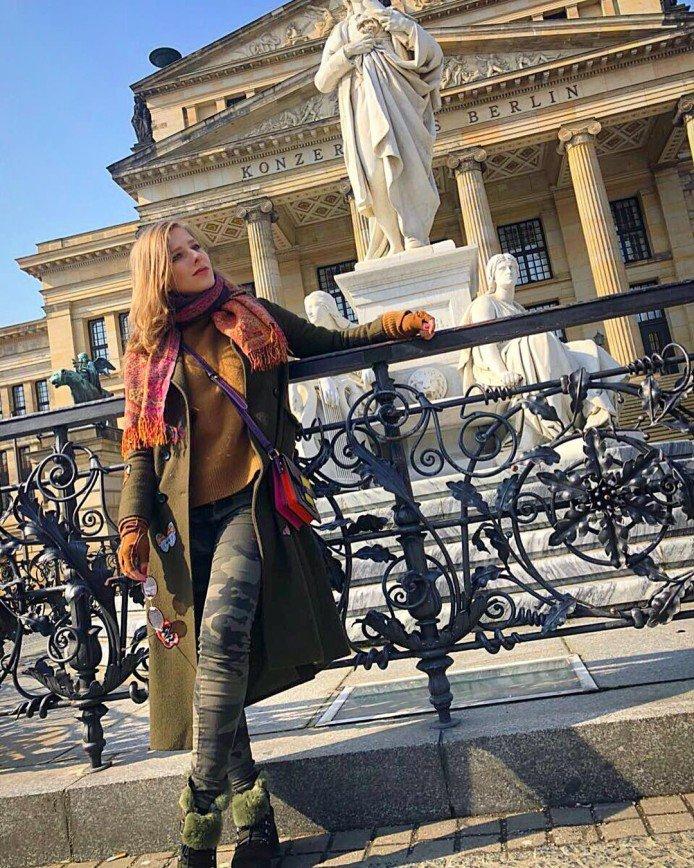 «Надо всем так ходить»: Елизавета Арзамасова выбирает яркие краски для занятий спортом