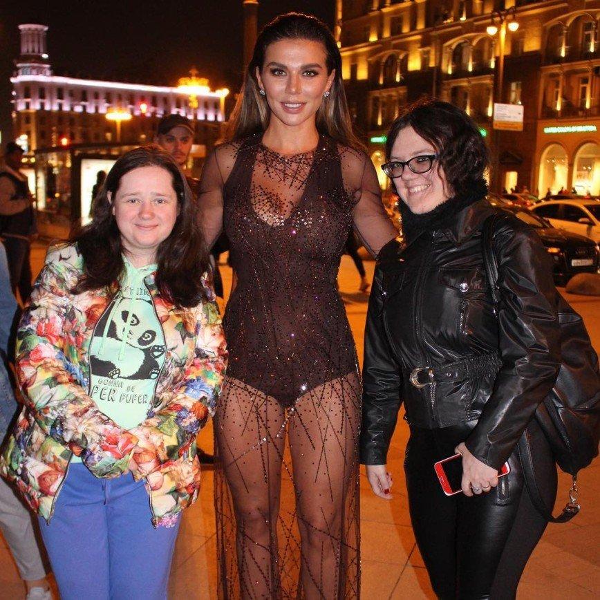 «Не все можно назвать платьем»: полуголая Анна Седокова огорчила обывателей