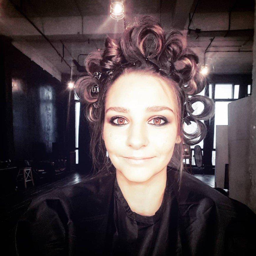 «Вид плохой девочки»: макияж Глафиры Тархановой привлек внимание прохожих