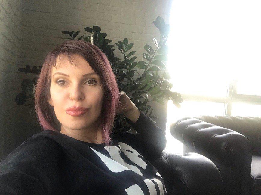 «У гримера тряслась рука?»: неаккуратный макияж Натальи Штурм насмешил поклонников