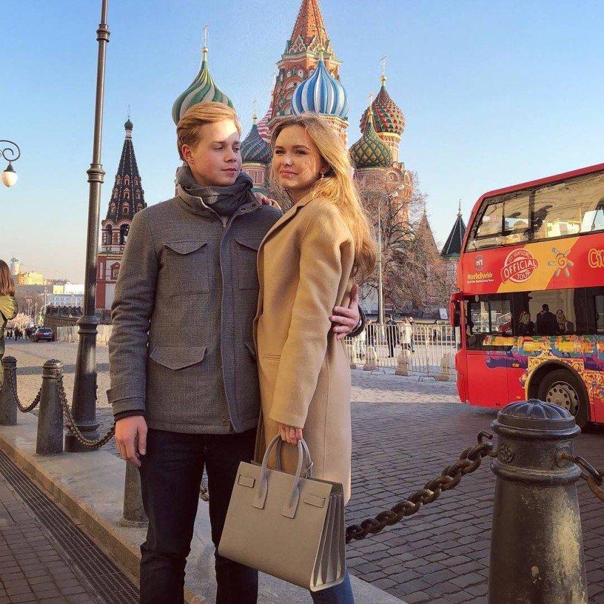 «Как мама и сын»: Стеша Маликова выглядит гораздо старше своего возлюбленного