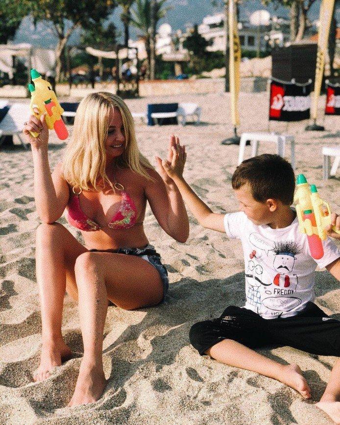 «Вы все детям разрешаете?»: 6-летний сын Дарьи Пынзарь захотел сделать тату
