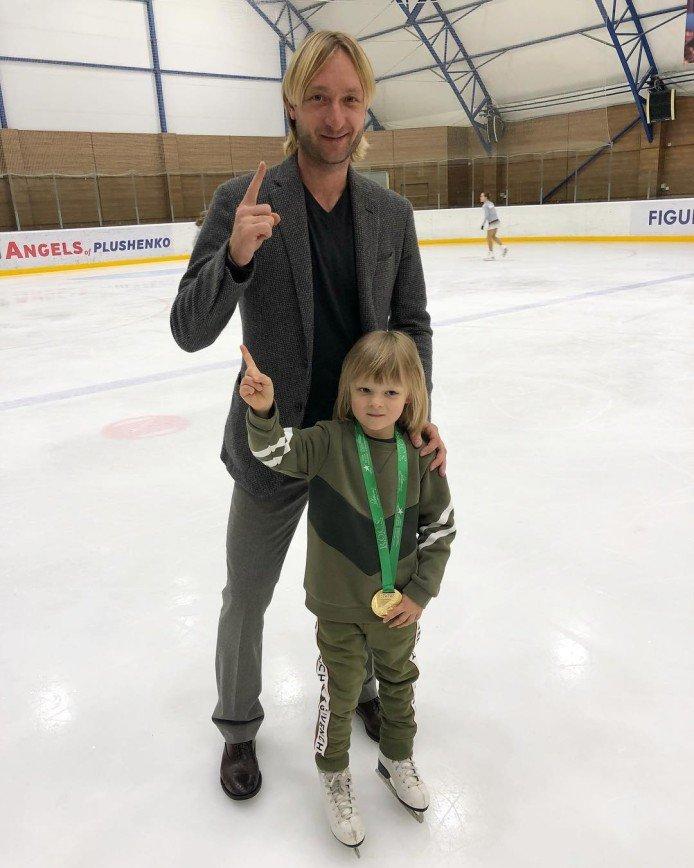 «Так можно и закончить карьеру на льду»: Евгений Плющенко получил серьезную травму шеи